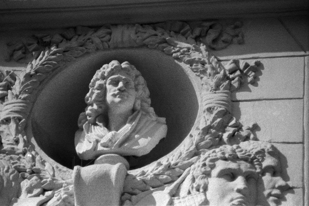 Buste de Molière au 31 rue du Pont-Neuf, Paris 1er