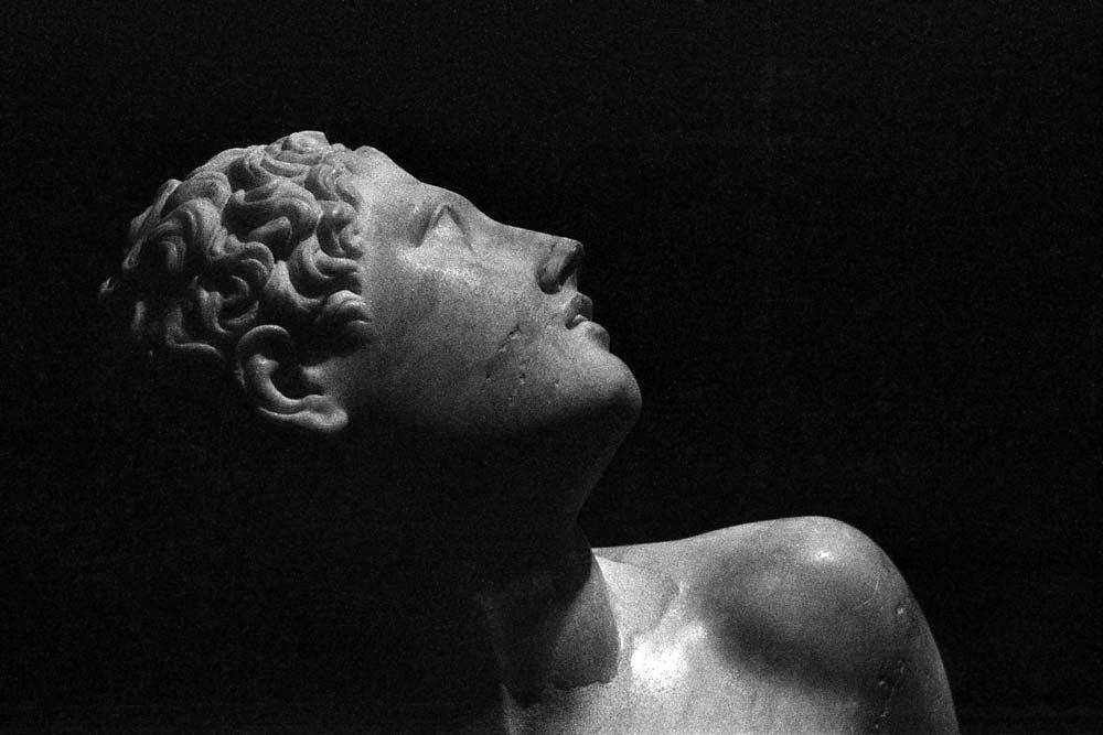 Niobide (trouvé Viale Aurelio Saffi en 1956), provenant des jardins de César en Trastevere, Centrale Montemartini, Rome (Italie).