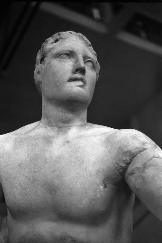 Thésée (provenant du temple d'Apollon Sosianus), Centrale Montemartini, Rome (Italie).