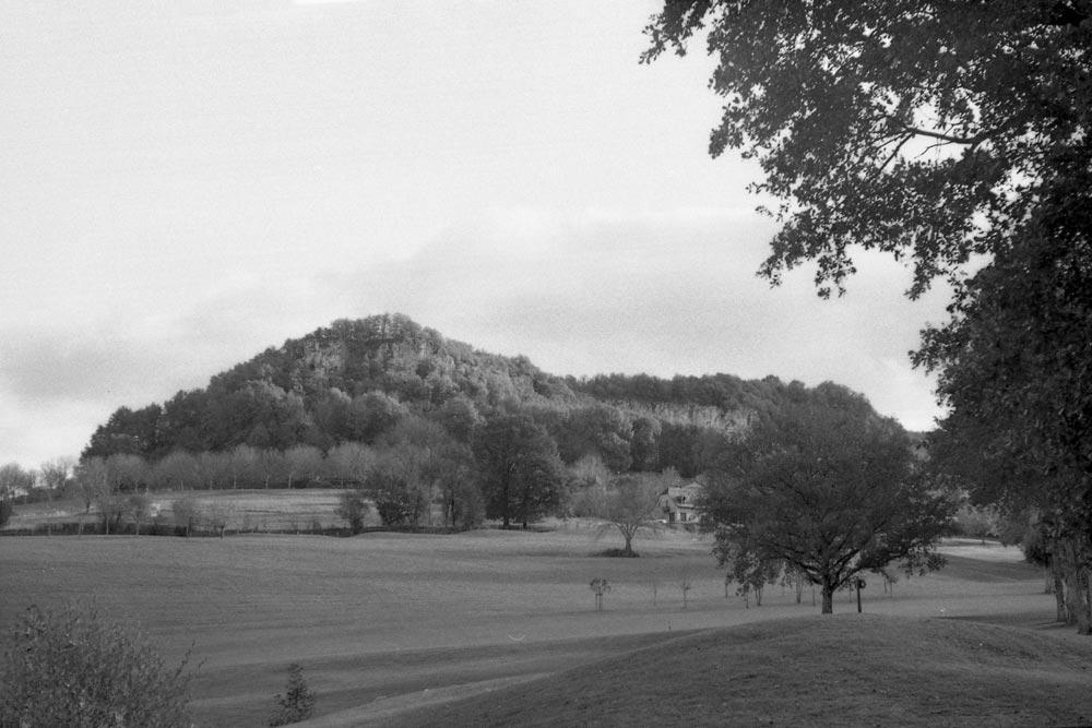 Le causse de la Césarine vu du golf de Montal, Saint-Jean-Lespinasse (Lot).
